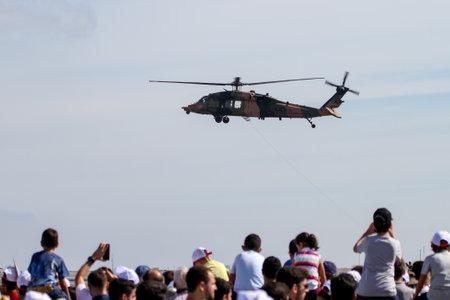 Foto de ISTANBUL, TURKEY - SEPTEMBER 23, 2018: Sikorsky S-70A-28 Blackhawk in Teknofest Istanbul Aeronautics, Space and Technology Festival - Imagen libre de derechos