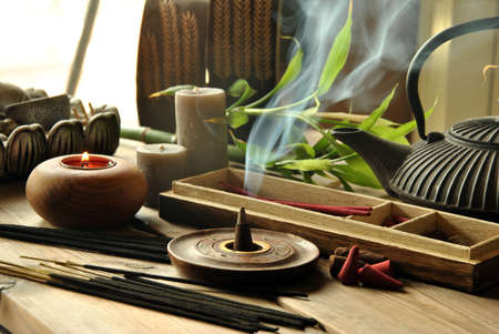Photo pour VARIOUS TYPES OF INCENSE WITH TEAPOT AND BUDDHA STATUE - image libre de droit