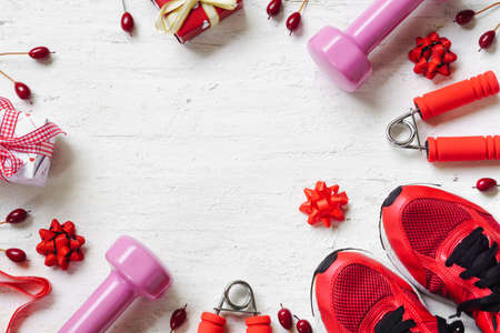 Photo pour Flat lay of Merry Christmas and Happy new year and any holidy present boxes for healthy and active lifestyle concepts. Composition with dumbbells, sport shoes and red gift boxes with bow on wood background. - image libre de droit