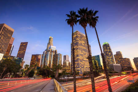 Foto de Downtown Los Angeles skyline during rush hour at sunset - Imagen libre de derechos