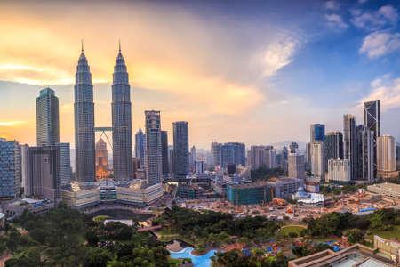 Photo pour Top view of Kuala Lumper skyline at twilight - image libre de droit