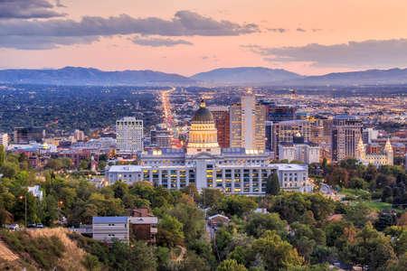 Photo pour Salt Lake City skyline Utah at night - image libre de droit
