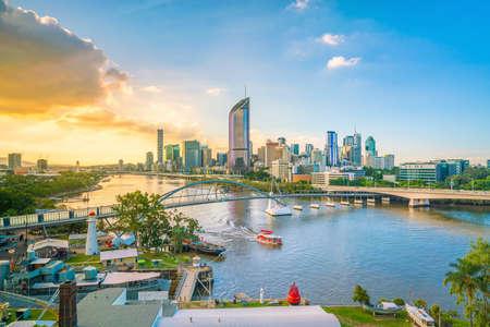 Foto de Brisbane city skyline and Brisbane river at twilight in Australia - Imagen libre de derechos