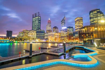 Photo pour Downtown Perth skyline in Australia at twilight - image libre de droit
