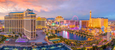 Foto de Aerial view of Las Vegas strip in Nevada as seen at night  USA - Imagen libre de derechos