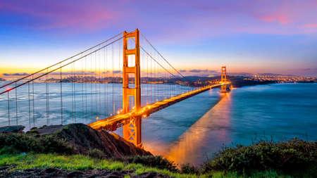 Photo pour Golden Gate Bridge in San Francisco, California USA at sunrise - image libre de droit