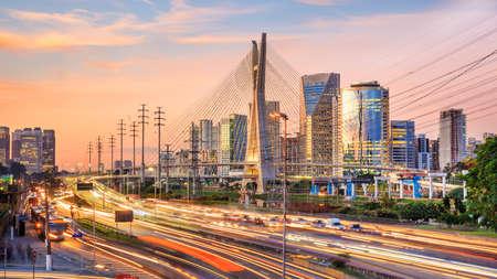 Photo pour Octavio Frias de Oliveira Bridge in Sao Paulo Brazil at twilight - image libre de droit