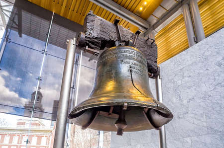Photo pour Liberty Bell (267 years old) was made in 1751, symbol of American freedom in Independence Mall building in Philadelphia, Pennsylvania USA - image libre de droit
