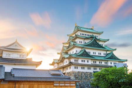 Foto de Nagoya castle and city skyline in Japan at sunset - Imagen libre de derechos