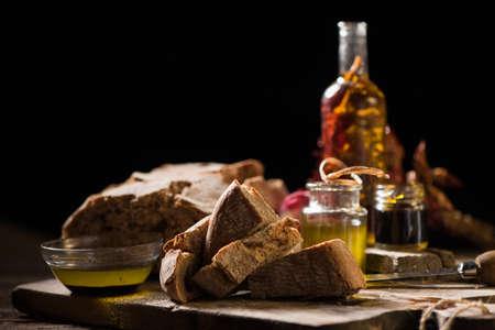 Foto de Bread with olive oil and balsamic vinegar dip - Imagen libre de derechos