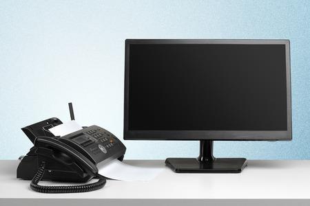 Photo pour Fax machine in the office - image libre de droit