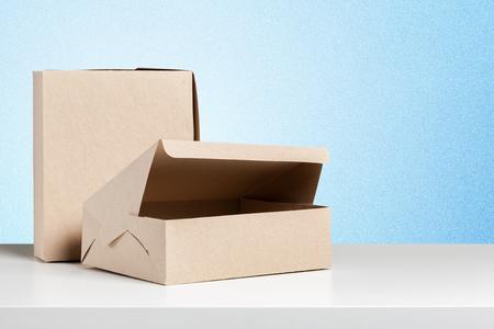 Photo pour simple brown paper bag for lunch or food on table - image libre de droit