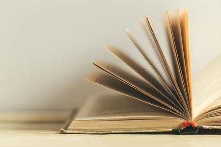 Photo pour Composition with books on the table - image libre de droit