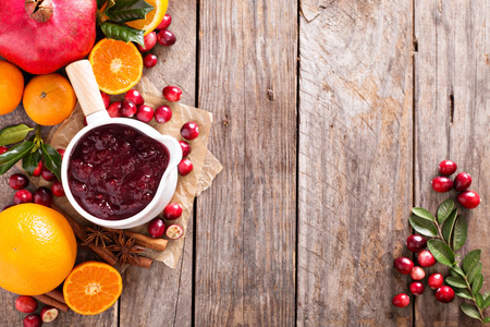 Photo pour Cranberry sauce in ceramic saucepan on dark background - image libre de droit