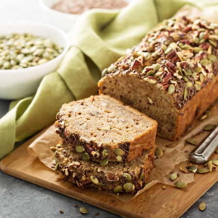 Foto de Healthy gluten free banana bread with seeds and nuts - Imagen libre de derechos
