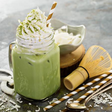 Photo pour Iced matcha latte with coconut whipped cream - image libre de droit