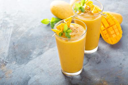 Foto de Refreshing and healthy mango smoothie in tall glasses - Imagen libre de derechos