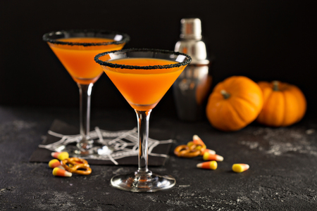 Foto de Halloween or fall cocktail pumpkintini with black rim, pumpkin martini - Imagen libre de derechos