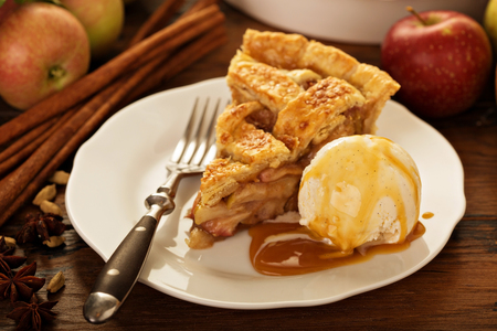 Photo pour Piece of an apple pie with ice cream on a plate - image libre de droit