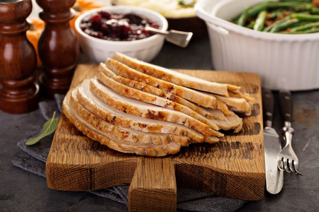 Foto de Sliced roasted turkey breast for Thanksgiving or Christmas - Imagen libre de derechos