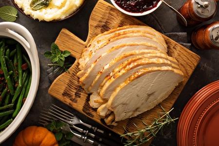 Foto de Sliced roasted tukey breast for Thanksgiving or Christmas - Imagen libre de derechos