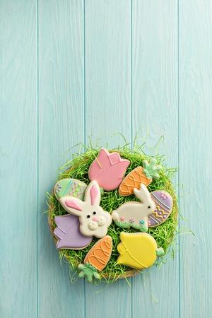 Photo pour Easter cookies on a big plate - image libre de droit