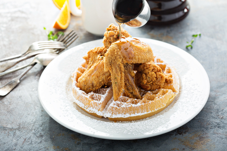 Photo pour Fried chicken and waffles with syrup pouring, southern food concept - image libre de droit