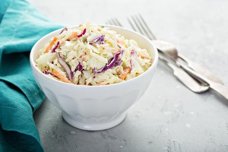 Photo pour Traditional cole slaw salad - image libre de droit