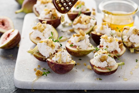 Photo pour Fresh figs stuffed with ricotta and pine nuts - image libre de droit