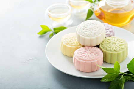 Photo pour Snow skin sweet and savory traditional Chinese mooncakes - image libre de droit