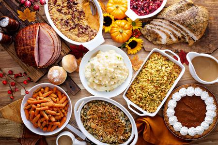 Foto de Thanksgiving table with turkey and sides - Imagen libre de derechos