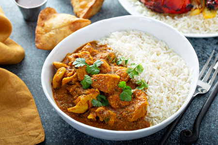 Photo pour Chicken curry with jasmine rice - image libre de droit