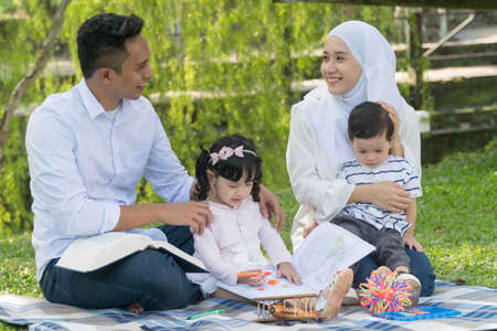 Foto per Malay family at recreational park having fun - Immagine Royalty Free