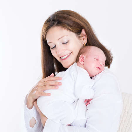 Photo pour Young mother holding her newborn sleeping baby  - image libre de droit