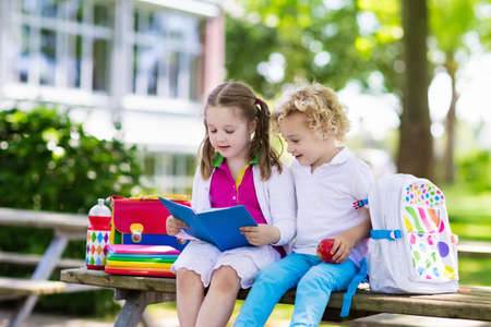 Foto de Children go back to school. Start of new school year after summer vacation. Boy and girl with backpack and books on first school day. Beginning of class. Education for kindergarten and preschool kids. - Imagen libre de derechos