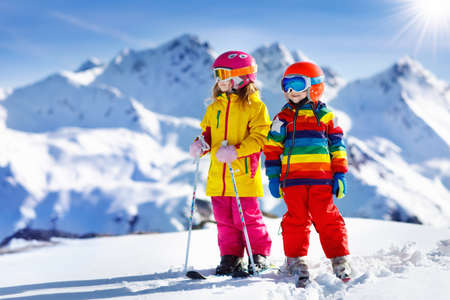Photo pour Child skiing in the mountains. Kid in ski school. Winter sport for kids. Family Christmas vacation in the Alps. Children learn downhill skiing. Alpine ski lesson for boy and girl. Outdoor snow fun. - image libre de droit