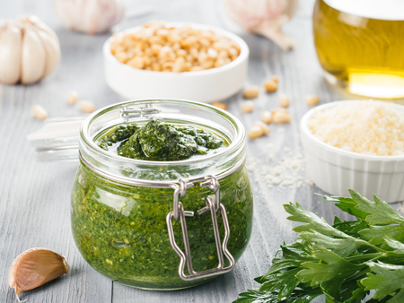 Foto de Homemade parsley pesto sauce ingredients - Imagen libre de derechos