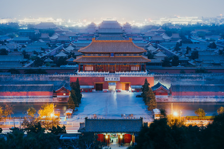Photo pour Beijing, China - October 18, 2015:Tourists at the Forbidden City in Beijing, China. The Forbidden City was declared a World Heritage Site in 1987 and is listed by UNESCO as the largest collection of preserved ancient wooden structures in the world. - image libre de droit