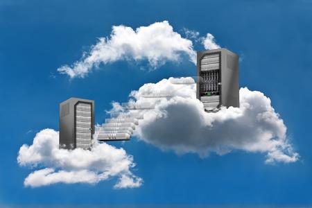 Photo pour A Virtual Machine moves from a cloud Server Rack to the other - image libre de droit