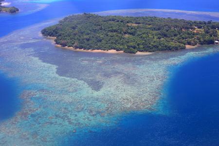 Foto de Beautiful Coral reefs coastline of Guadalcanal Island, Solomon - Imagen libre de derechos