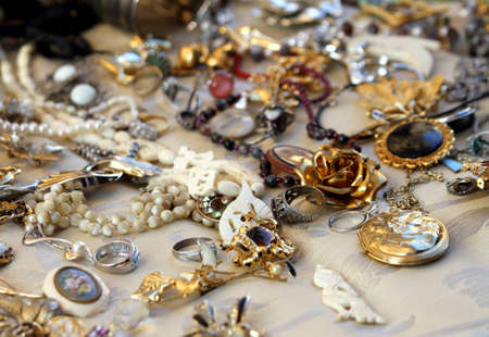 Photo pour old vintage necklaces and jewelry for sale in the antique shop - image libre de droit