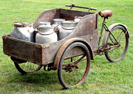 Foto de rusty old bikes of ancient milkman - Imagen libre de derechos