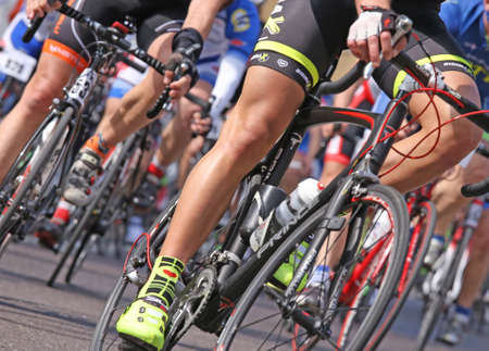 Foto de VICENZA, VI, ITALY - april 12 cyclists run fast on racing bikes during cycle road race called GranFondoLiotto in Vicenza city in Northern Italy in Vicenza in Italy - Imagen libre de derechos