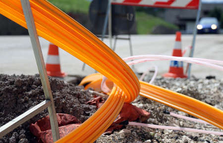 Foto de road excavation for the laying of optical fiber for very high speed internet - Imagen libre de derechos