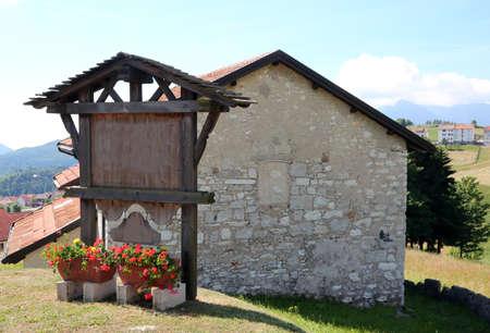 Foto de mountain lodge made of stone and sloping roof with well-kept garden - Imagen libre de derechos