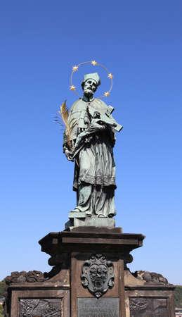 Photo pour Prague, Czech Republic - August 25, 2016: Ancient Statue of Saint John of Nepomuk on the Charles Bridge - image libre de droit
