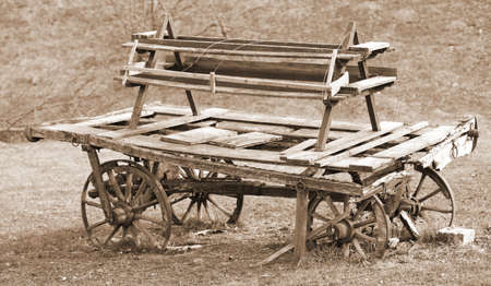 Photo pour old broken wooden chariot of pioneers with sepia toned effect - image libre de droit