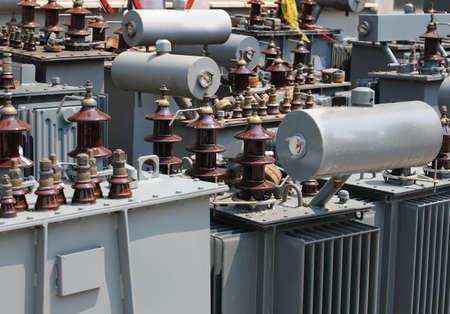 Foto de many alienated old electrical transformers in the storage before proper disposal to not pollute - Imagen libre de derechos