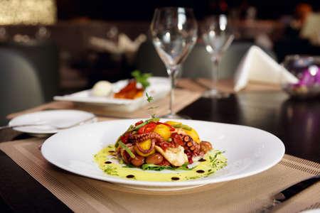 Photo pour Seafood appetizer on restaurant table - image libre de droit