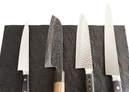 Photo pour Set of new and used knives on black wooden board - image libre de droit